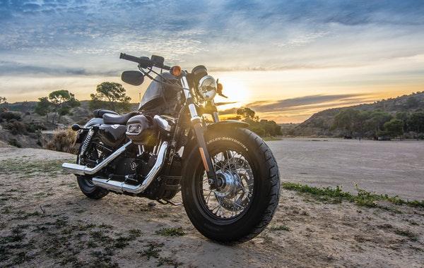 moto coucher soleil