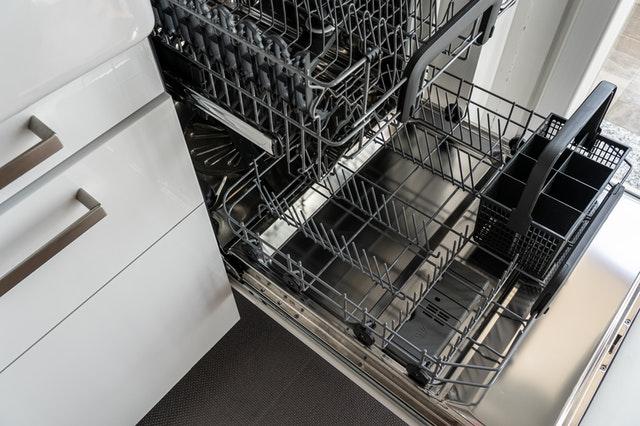 lave-vaisselle vide