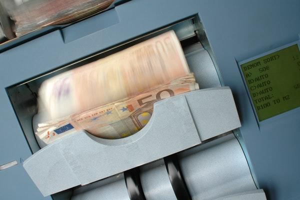 distributeur billets banque